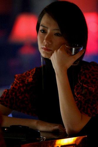 戚薇在《高手如林》中的夜店剧照