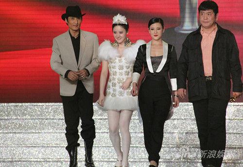 胡东、刘筱筱、何佳怡、邹赛光(左起)
