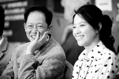 王志文(左)徐囡楠出席发布会 本报记者 王俭摄
