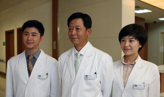 王志文和剧中徒弟张浩天、徐囡楠