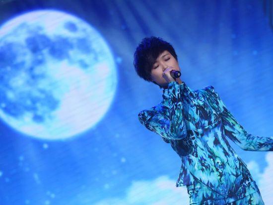 李宇春首唱《海上的月亮》