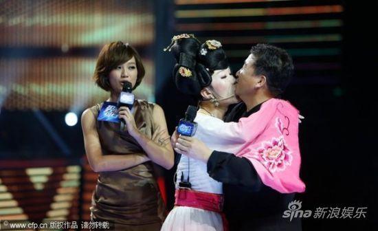 姜昆遭男选手强吻