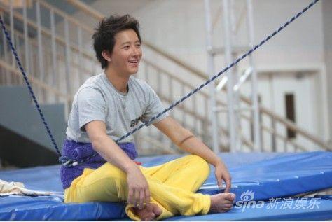 韩庚因腰伤复发退出跳水比赛