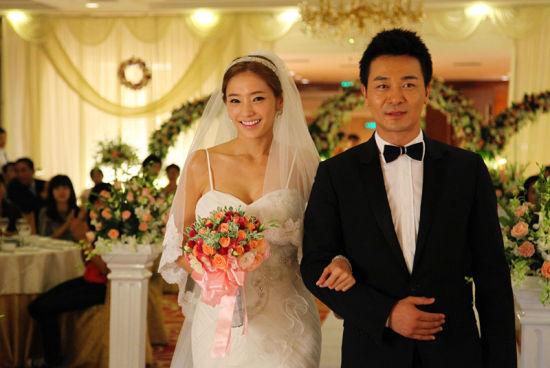 韩彩英剧中做新娘