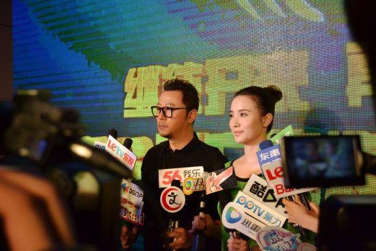 《九年》主演郭涛、宋佳(左起)接受采访
