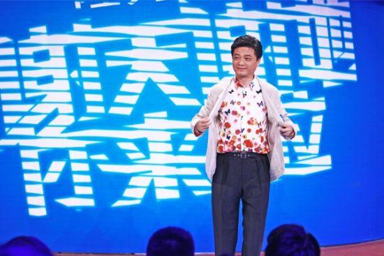 崔永元节目现场,大方秀衬衫。