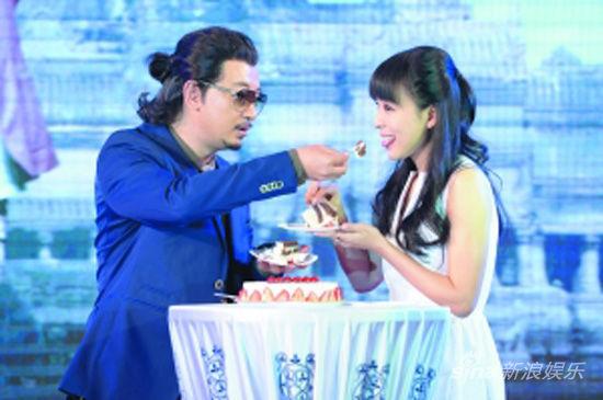 黄海波喂张静初吃蛋糕