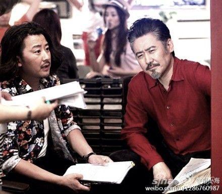 吴秀波在《怪咖啡》现场与柳小海对台本