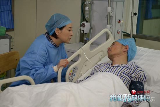 叶子探望重症监护室的丈夫赵志平