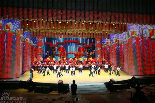 组图:09央视元宵晚会彩排炫丽舞台气势恢宏