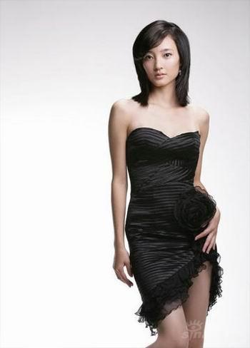《血色迷雾》女主角王丽坤性感出镜(组图)