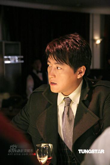 组图:《红色电波》探班刘晓峰秦岚枪声响片场