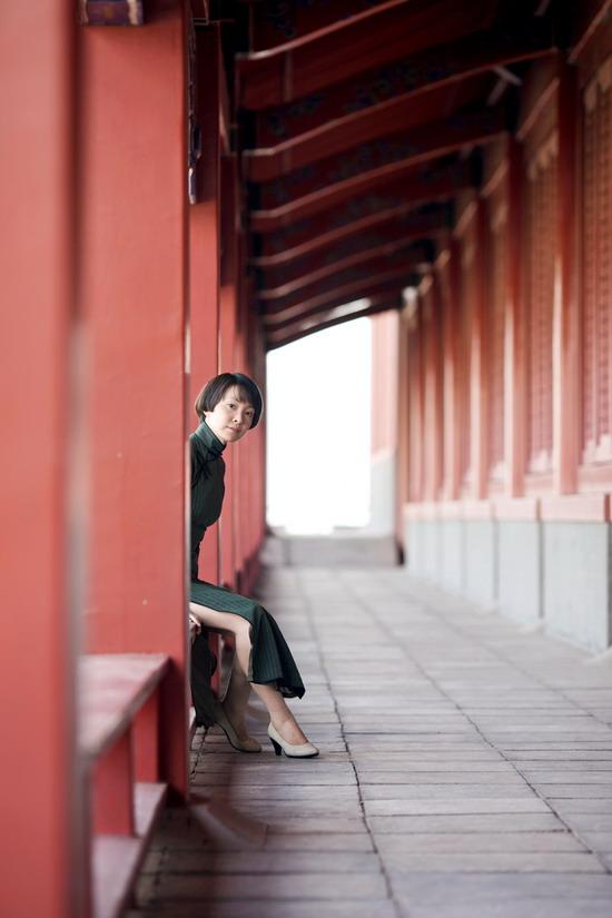 刘威葳尝试新戏路端庄旗袍演绎风火佳人(组图)