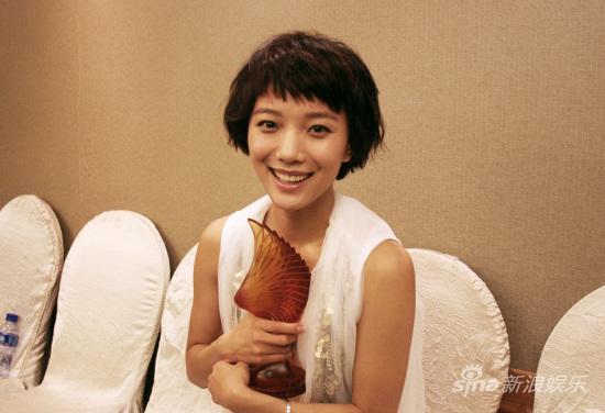 组图:王珞丹获最具号召女演员奖超人气显实力