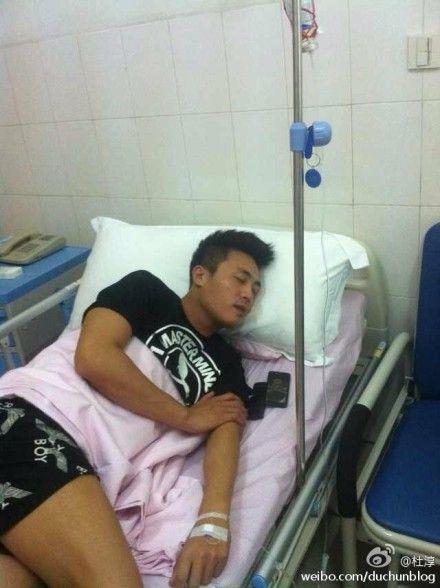 杜淳高温拍戏中暑住院
