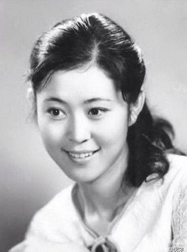 年轻时的倪萍清秀美丽