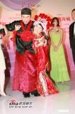 组图:许志安胡杏儿《肥田喜事》大玩童梦婚宴