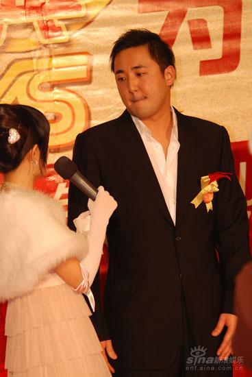 图文:导演王子鸣红毯上接受主持人访问