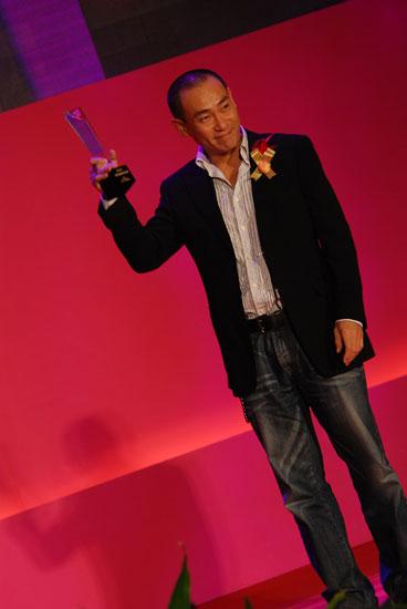 图文:林保怡获金南方年度最受欢迎港台男艺人