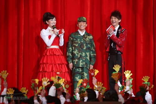 图文:湖南卫视元宵喜乐会--王宝强着军装现身