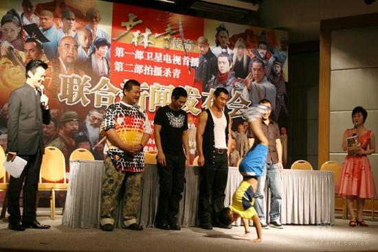 图文:《少林寺传奇》见面会--小演员表演武术
