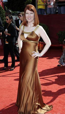 图文:60届艾美奖红毯-《办公室》女星凯特弗兰纳里