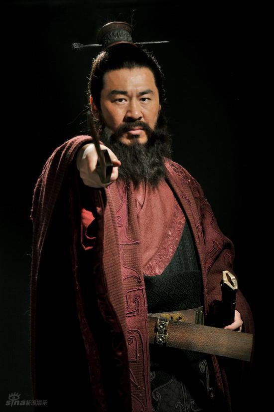 图文:新版《三国》定妆照公布--曹操挥剑