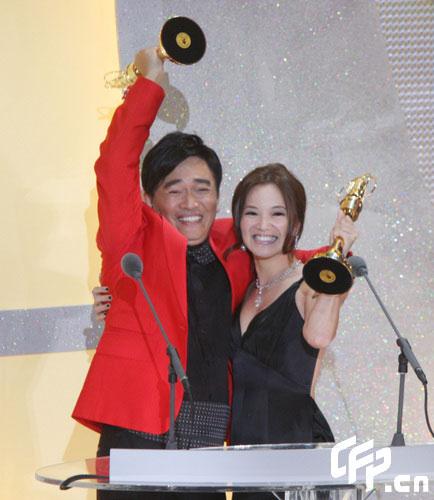 图文:吴宗宪阿雅凭《我猜》获最佳综艺主持人