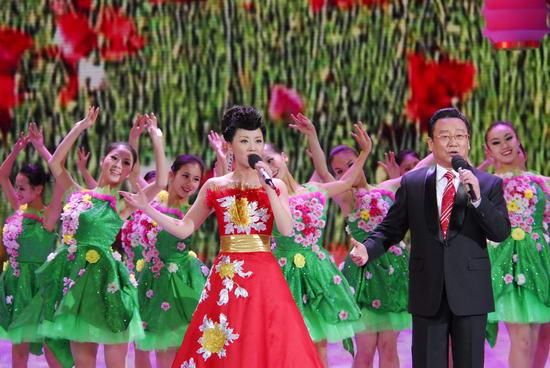图文:09年央视春节晚会--张燕蒋大为《满园春》