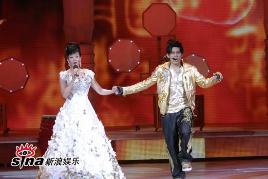 图文:09年央视春晚-周杰伦边唱边跳