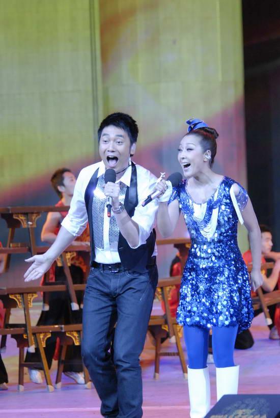 图文:09年央视春节晚会--实力唱将孙悦林依伦