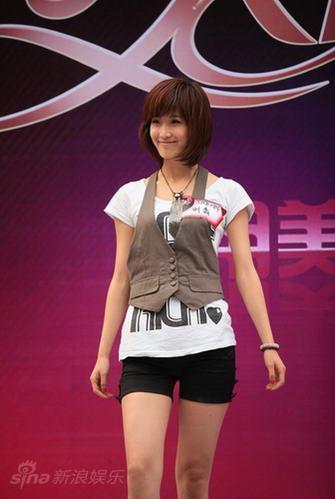 """图文:""""天使""""上海第二场--蒙古女孩刘翕"""