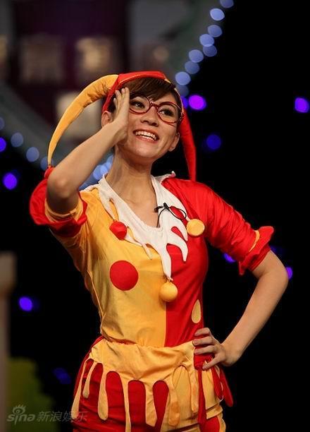 图文:天使南京五强--林杰妮扮演小矮人