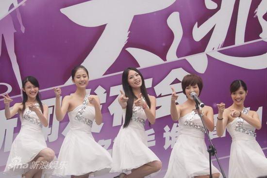 """图文:""""天使""""发布会-广州赛区亮相"""