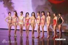 组图:10位佳丽集体秀泳装争奇斗艳比拼身材