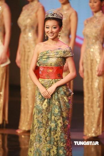图文:09香港小姐总决赛--上届最上镜小姐马赛