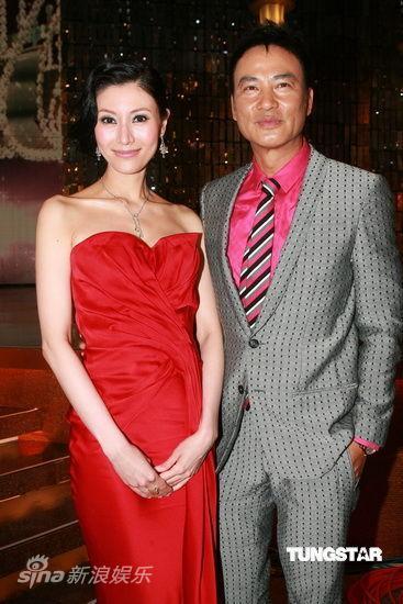 图文:09香港小姐总决赛--评委李嘉欣和任达华