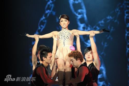 图文:东方天使总决赛-曲尼次仁热舞