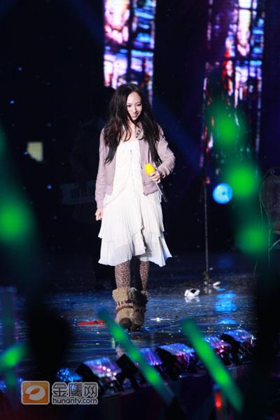 图文:湖南卫视跨年演唱会-飞儿演唱