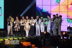 湖南卫视跨年玩情侣搭档张杰谢娜拥抱落泪(图)