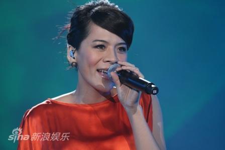 图文:深圳卫视跨年晚会--江美琪
