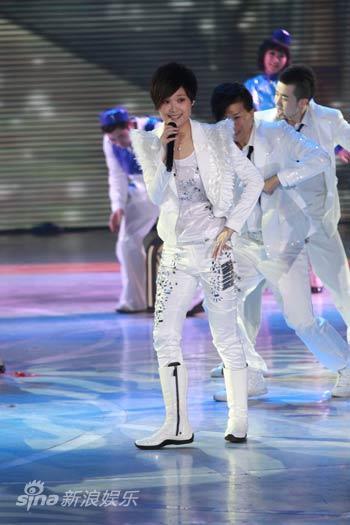 图文:2010湖南春晚现场-李宇春