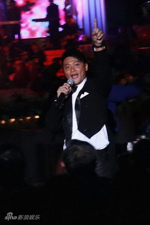 图文:2010舞林盛典--陈志朋掀起全场高潮