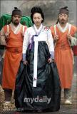 组图:韩剧《巨商金万德》探班李美妍演绎传奇