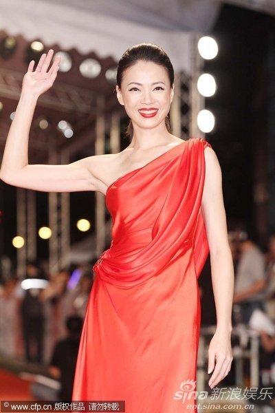图文:45届金钟奖红毯-柯淑琴红裙抢镜