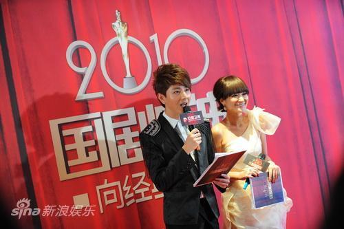图文:安徽卫视国剧盛典红毯-主持人王乐乐方龄