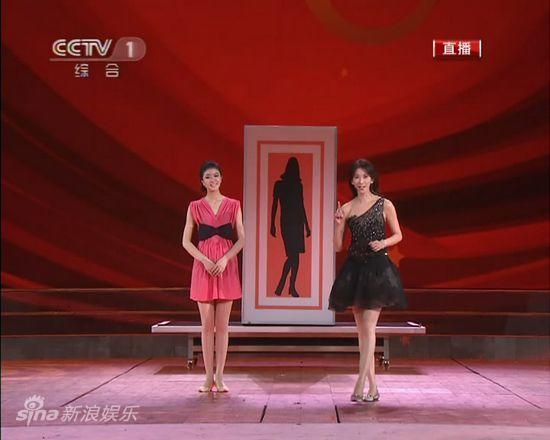 图文:2011年央视春节晚会--林志玲表演魔术图片