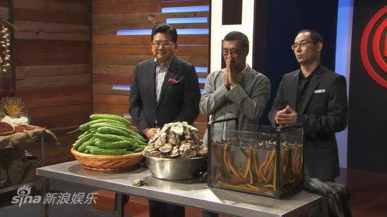 图文:《顶级厨师》-评委让梅晓璠挑选食材