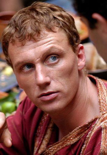 《罗马》男星凯文-马克德正式加盟《格蕾》(图)