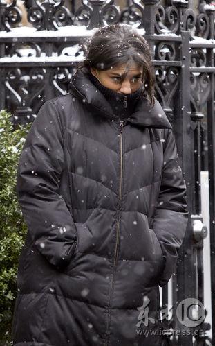 组图:《绯闻女孩》雪中外景众主创冻得直哆嗦